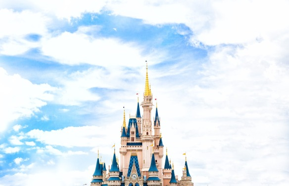 This image has an empty alt attribute; its file name is castle-.jpg